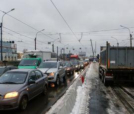 Тучков мост закрыли для трамваев и троллейбусов