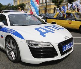 Петербург покупает полицейским машин на 100 миллионов