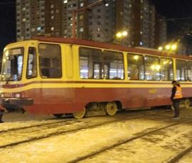 Трамвай сошел с рельсов на севере Петербурга
