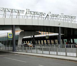 Задержками рейсов в Пулково из-за трапов заинтересовалась прокуратура
