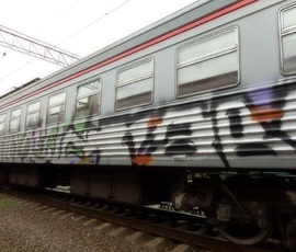 Граффитисты раскрасили поезда ОЖД на 5 млн рублей