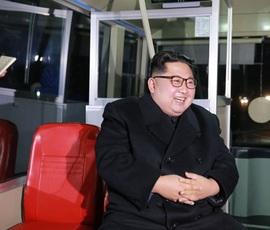 Ким Чен Ын прокатился в новом троллейбусе по Пхеньяну