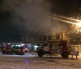 В Сестрорецке горит деревянный вокзал
