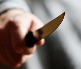 "Мужчина у ""Площади Восстания"" вонзил нож в горло молодой девушке"