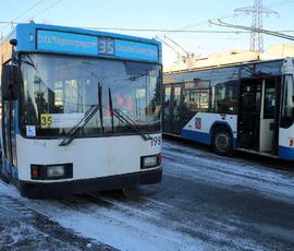 Подростки-зацеперы катались на троллейбусе по проспекту Космонавтов