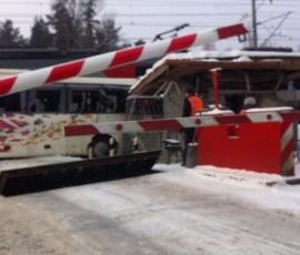 """ОЖД: автобус сам выехал на пути перед приближающейся """"Ласточкой"""" в Ленобласти"""
