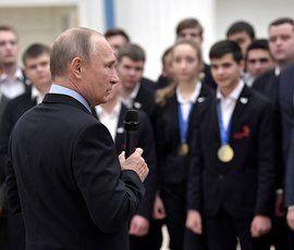 Владимир Путин пообещал постепенно, но вообще отменить призыв в армию