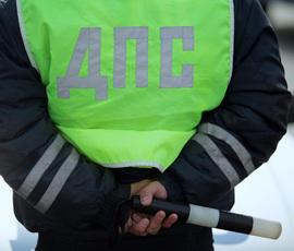 """На Пулковском проезжавший мимо ДТП водитель """"толкнул"""" аварийную машину на людей"""