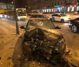Пьяного водителя на Загородном догнали после ДТП со столбом