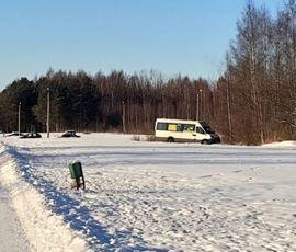 """Водитель маршрутки в Петергофе упал """"без чувств"""" и не справился с управлением"""