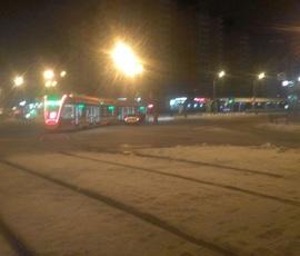 На проспекте Энгельса машина въехала в трамвай