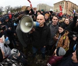 """Центр """"Э"""" в Петербурге задержал оппозиционера Пивоварова """"после слежки"""""""