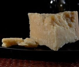 В магазине на Коломяжском нашли запретный сыр и колбасу