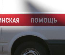 """Ребенка увезли на """"скорой"""" после ДТП на севере Петербурга"""