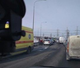 """Водитель Volvo отметил праздник, прокатившись по """"встречке"""" в Мурино"""