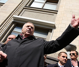 Жириновского не растрогали слезы Собчак на дебатах