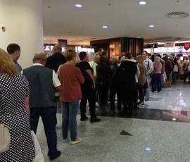 Петербуржцы пять часов проторчали в аэропорту Дубая, пытаясь улететь домой