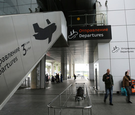 Пассажиры не могут улететь из Петербурга в Москву из-за снегопада