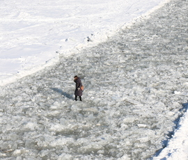 Спасатели: выход на лед в Петербурге сейчас смертельно опасен