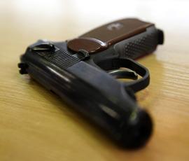 """Стрелок два раза не попал в мужчину на парковке у """"Атлантик Сити"""""""