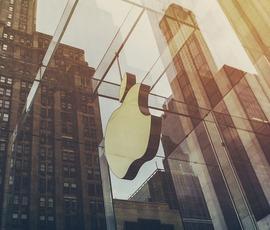 """Стали известны сроки выхода смартфона-""""раскладушки"""" от Apple"""