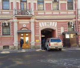 """Дипломаты США """"отметили"""" выселение из консульства в Петербурге пиццей"""