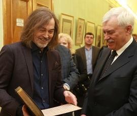 Полтавченко посетил выставку Никаса Сафронова в Смольном
