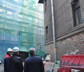 """""""Ободравших"""" фасад в центре Петербурга строителей заставят исправить ошибку за свой счет"""