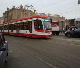 Автобусы и трамваи в Петербурге заговорят голосами обычных горожан