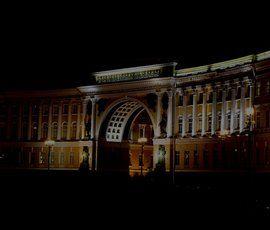 Дворцовую площадь окутал мрак