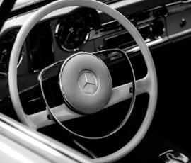 У петербуржца отобрали Mercedes прямо на дороги
