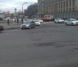 В трамвае на Светлановской площади нашли бесхозные вещи