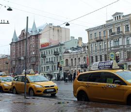 Еще одна служба такси подписала соглашение со Смольным