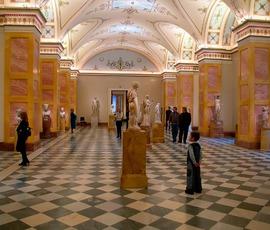 Китайские туристы смогут отдыхать в Петербурге с комфортом и в полной безопасности