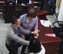 В Китае разводящиеся супруги подрались из-за свадьбы