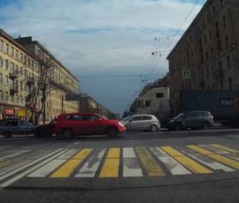 В массовом ДТП на Краснопутиловском пострадали шесть машин