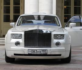 В центре Москвы угнали роскошный Rolls-Royce за 16,5 млн рублей