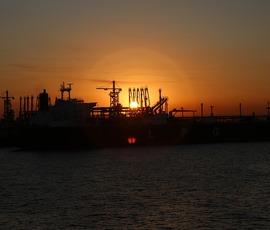 Впервые с 2014 стоимость барелля нефти Brent превысила $74