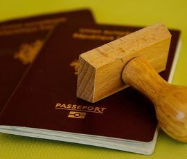 Правительство поднимет госпошлину на права для водителей и загранпаспорта