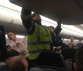 Закурившего на борту самолета ростовчанина привлекли к ответственности