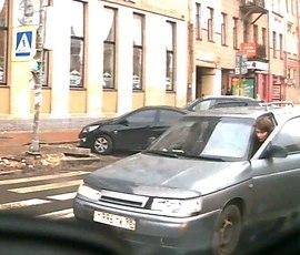 Автоледи на ВАЗ разбила сразу два автомобиля