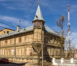"""Памятник """"Дом Волкова"""" в Ломоносове пустят с молотка в восьмой раз"""