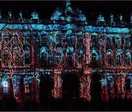Фестиваль света на Дворцовой: площадь наполнена зрителями до отказа