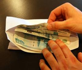 Петербуржцу, обвиняемому в передаче взятке таможеннику, разрешили гулять