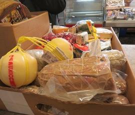 Партию вкусной санкционки изъяли на Сытнинском рынке