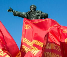 До площади Ленина в 100-летие Октября дошли только 150 коммунистов