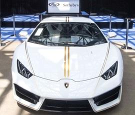 Папа Римский продал свой Lamborghini на аукционе