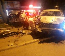 """Очевидец: невменяемый водитель на """"Мазде"""" """"уничтожил"""" несколько припаркованных иномарок"""
