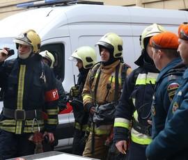 40 спасателей пытаются потушить пожар 2-ой степени огнестойкости на Екатерининском проспекте