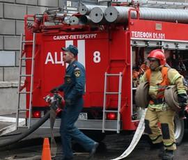 Пожарные локализовали огонь в доме на Екатерининском проспекте